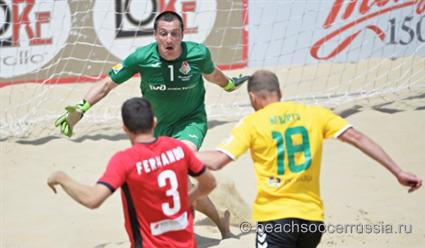 Сборная России уступила команде Бразилии на турнире по пляжному футболу в Португалии (видео)