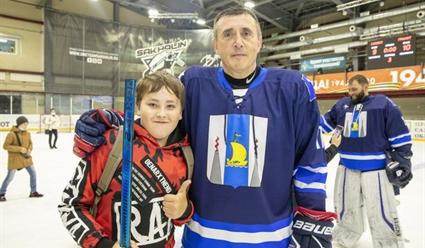 Легенды хоккея выиграли у команды сахалинского губернатора