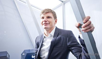 Аршавин представил в Москве трофей футбольной Лиги Европы